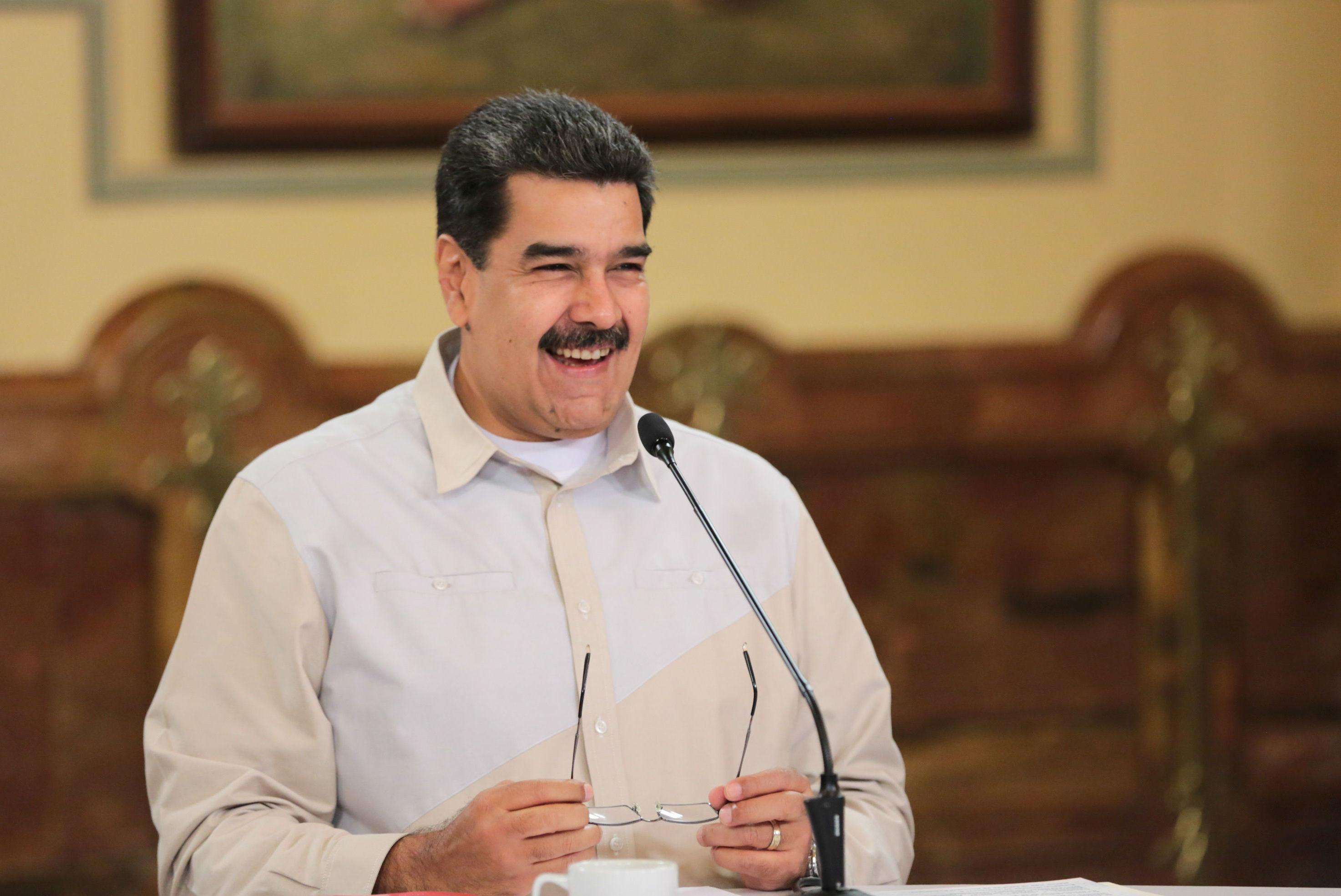 Presidente da Venezuela, Nicolás Maduro, sorri durante reunião com membros do governo no Palácio de Miraflores, em Caracas, Venezuela, em 23 de abril de 2019