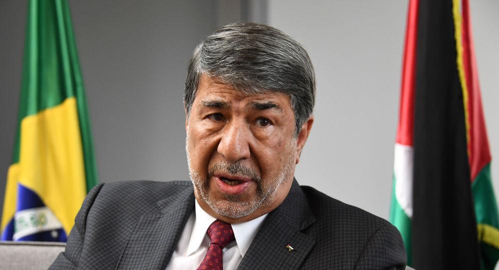 Embaixador palestino no Brasil, Ibrahim Alzeben, fala durante entrevista em Brasília, em 26 de março de 2019