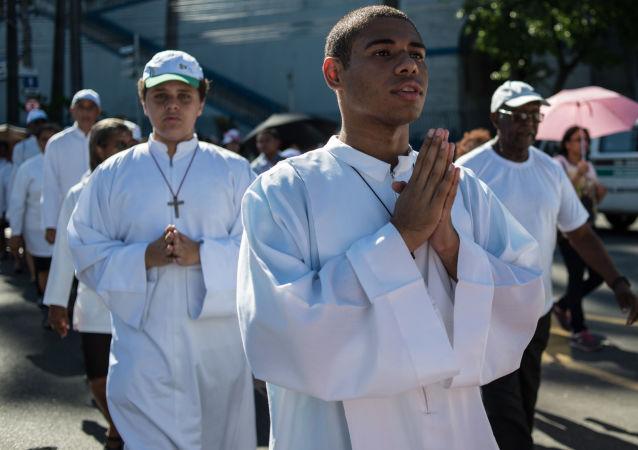 Processão católica da Igreja de São Sebastião dos Capuchinhos à Catedral Metropolitana em prol do Dia de São Sebastião, Rio de Janeiro, 20 de janeiro de 2014
