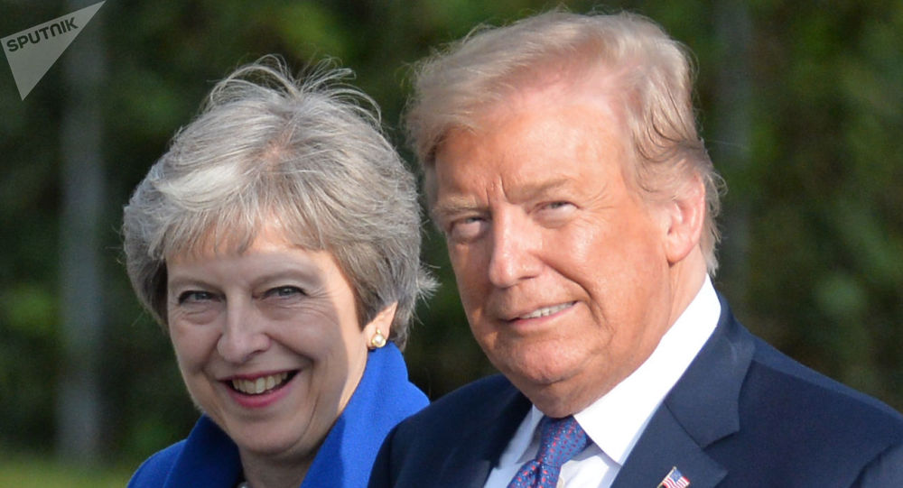 Donald Trump e Theresa May durante cúpula da OTAN, em 2018.