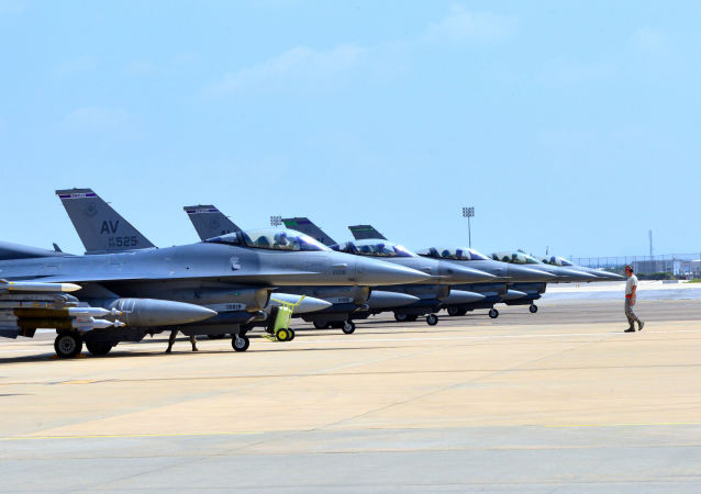 Caças norte-americanos F-16 na Base Aérea de Incirlik