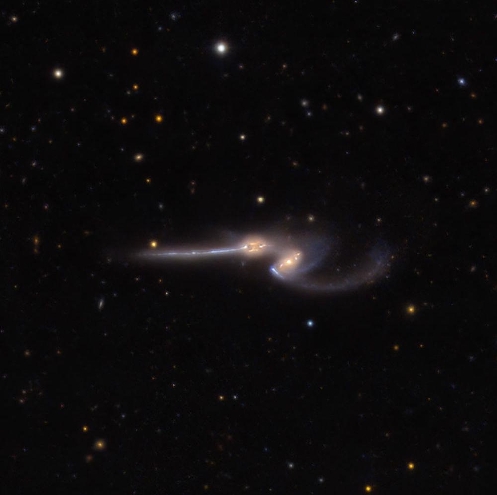 Imagem da NASA mostra duas poderosas galáxias espirais se separando