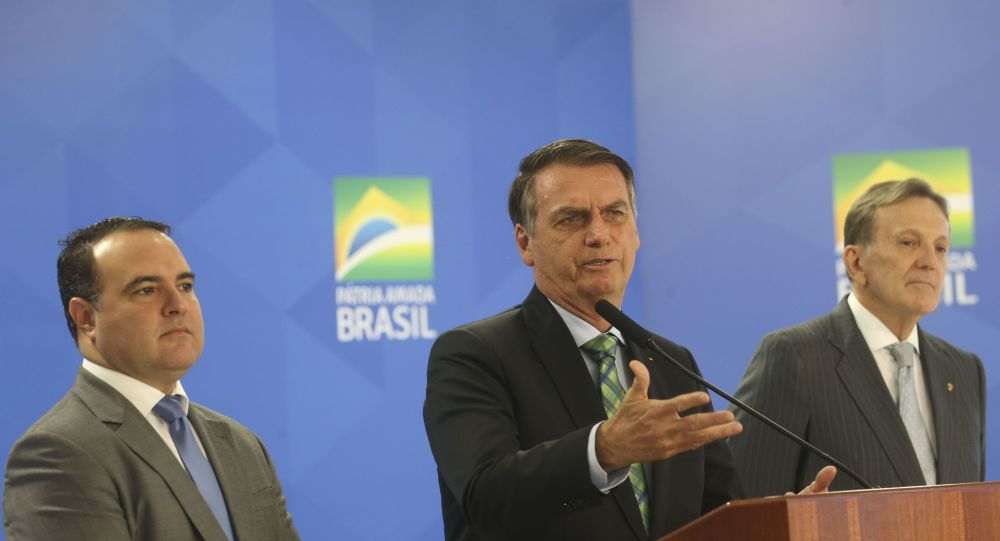 O Presidente Jair Bolsonaro anuncia o novo ministro da Secretaria Geral da Presidencia da Republica, Major Jorge Antonio de Oliveira Francisco e o Novo Presidente dos Correios e Telégrafos, General Floriano Peixoto.