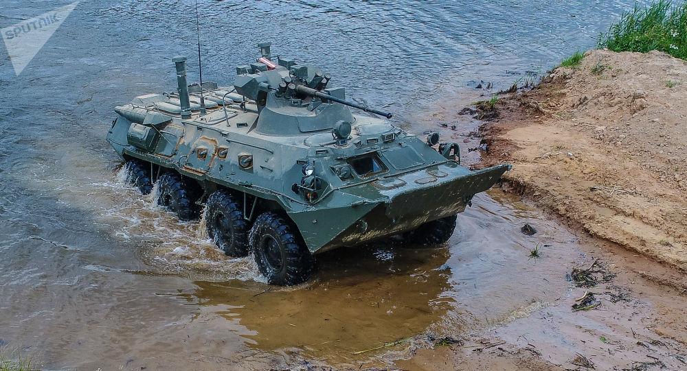 Veículo blindado BTR-82A demonstrando suas capacidades em meio aquático no fórum militar EXÉRCITO 2019