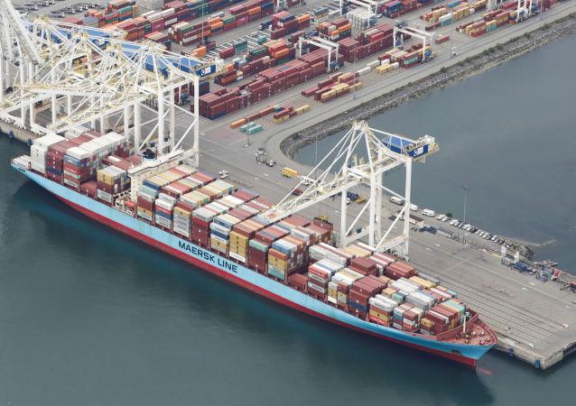 Navio Anna Maersk atracado no porto de Roberts Bank, transportando 69 contêineres de resíduos devolvidos pelas Filipinas, 29 de junho de 2019