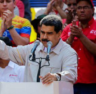 Presidente venezuelano Nicolás Maduro fala perante apoiadores em Caracas, Venezuela