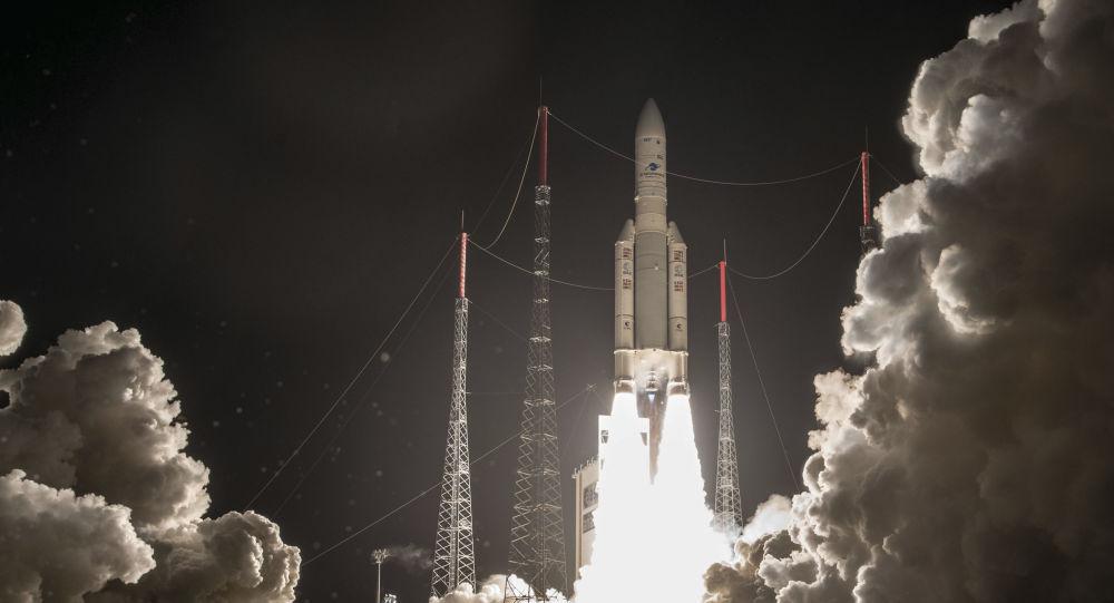 Foguete Ariane 5 sendo lançado do cosmódromo de Kourou na Guiana Francesa, em 25 de janeiro de 2018 (imagem referencial)