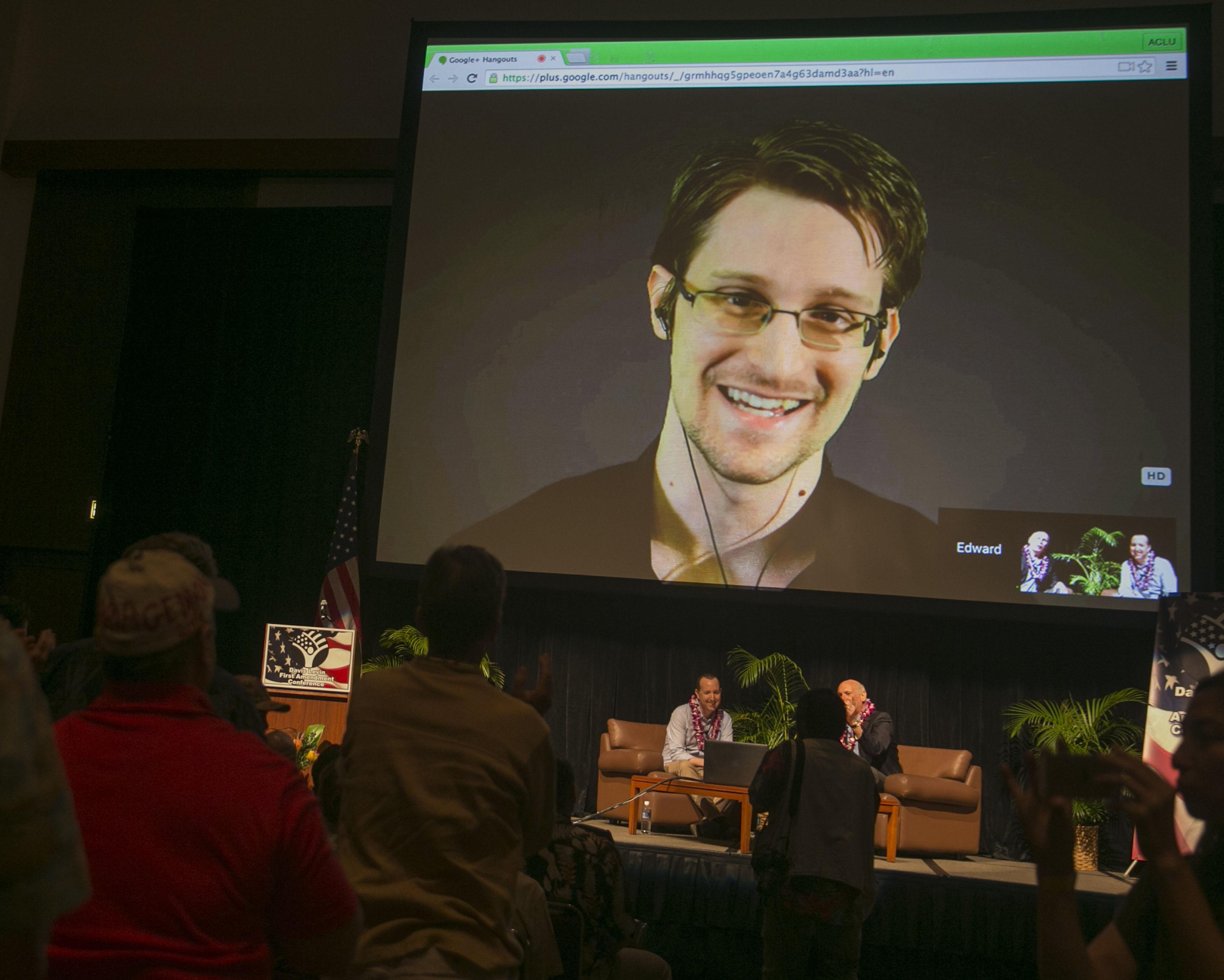 Edward Snowden em videoconferência de Moscou