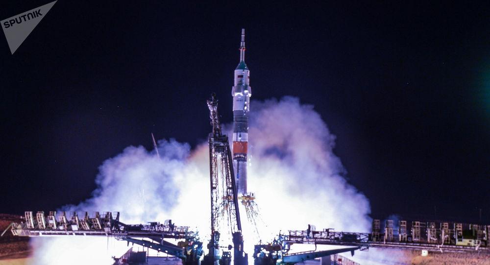 Lançamento do foguete Soyuz-FG com a espaçonave Soyuz MS-13 do cosmódromo de Baikonur, no Cazaquistão
