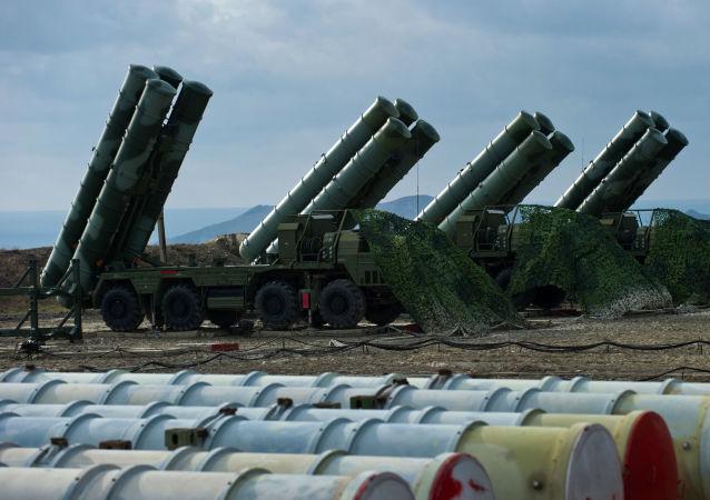 Sistemas de mísseis S-400 Triumph (imagem referencial)