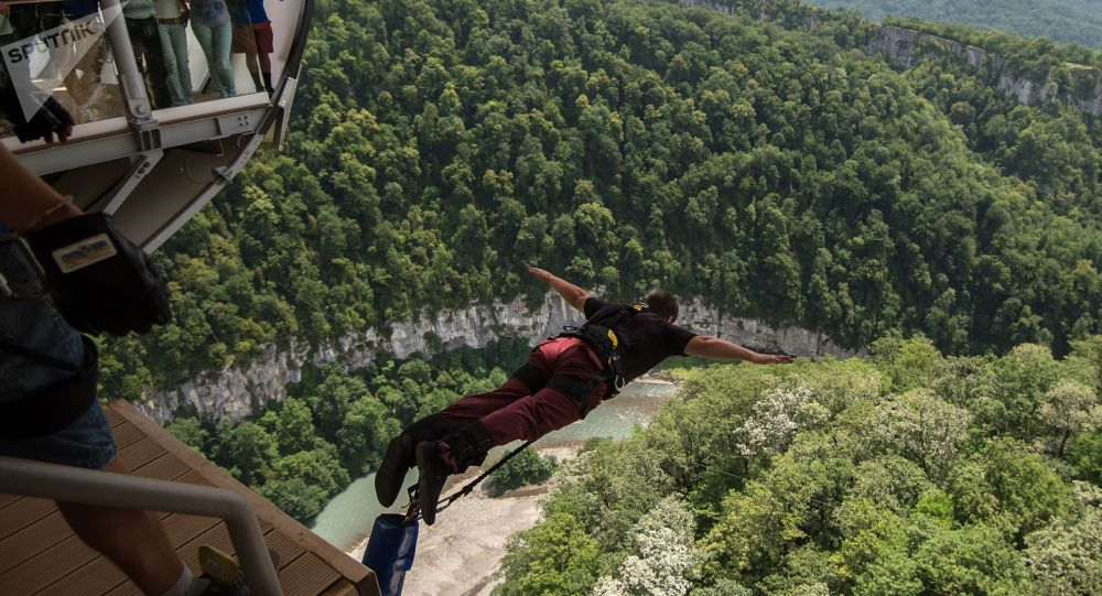 Salto de bungee jump (imagem referencial)
