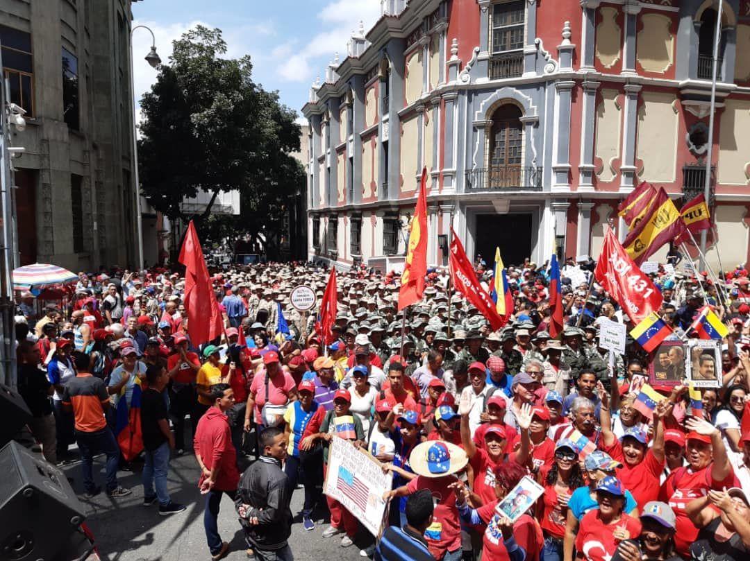 Apoiadores do governo Maduro saem às ruas para apoiar o Foro de São Paulo, em Caracas, Venezuela