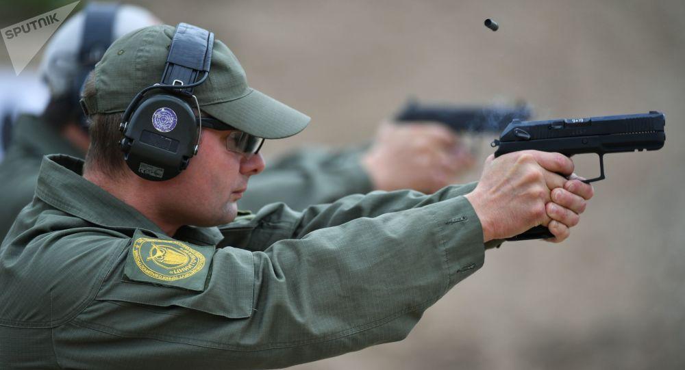 Teste de armas semiautomática Udav em campo de ensaio na região de Moscou, Rússia