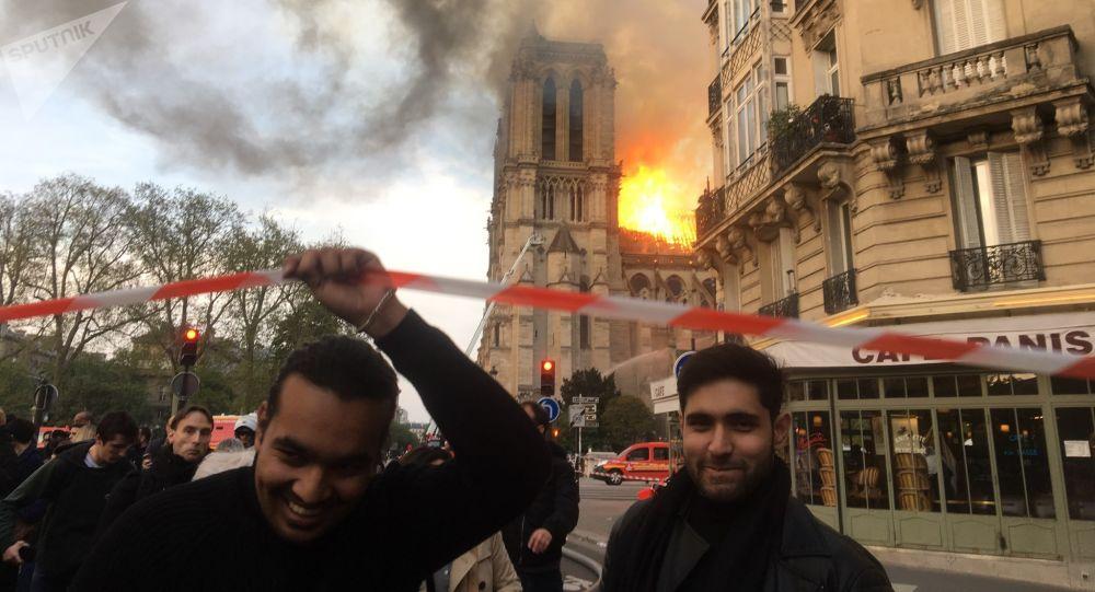 Catedral de Notre-Dame de Paris em chamas