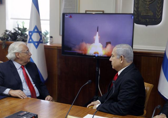 Netanyahu e David Friedman assistem teste de míssil Arrow 3