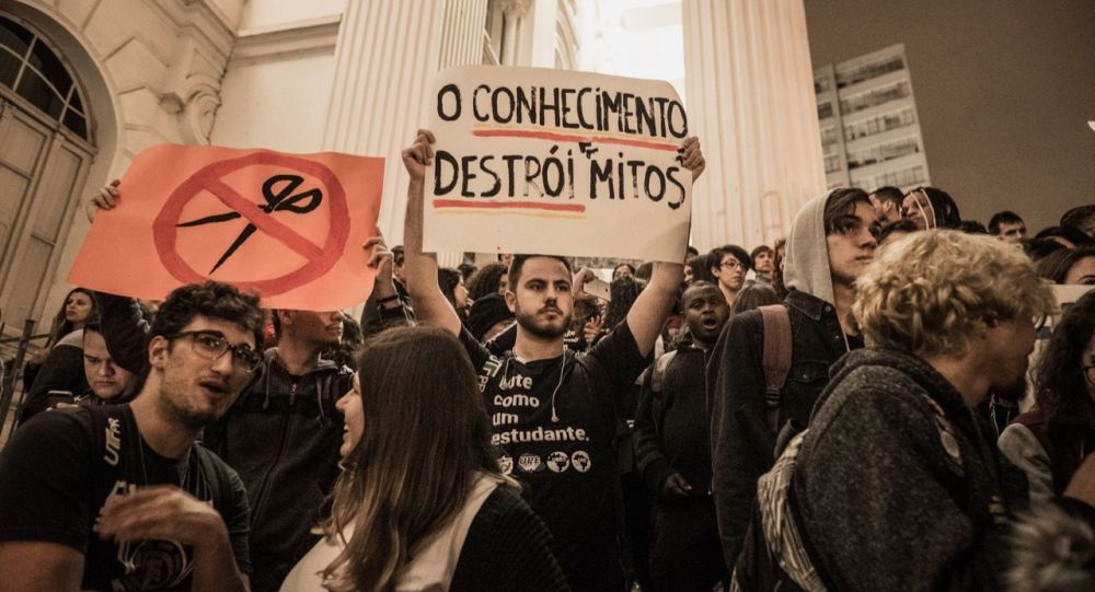 Protesto contra cortes na educação pública brasileira em Curitiba, capital paranaense (arquivo)