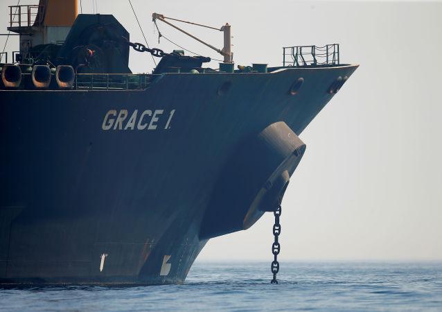 Petroleiro iraniano Grace 1 no estreito de Gibraltar