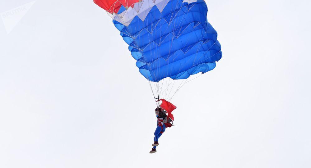 Participante do campeonato de paraquedistas