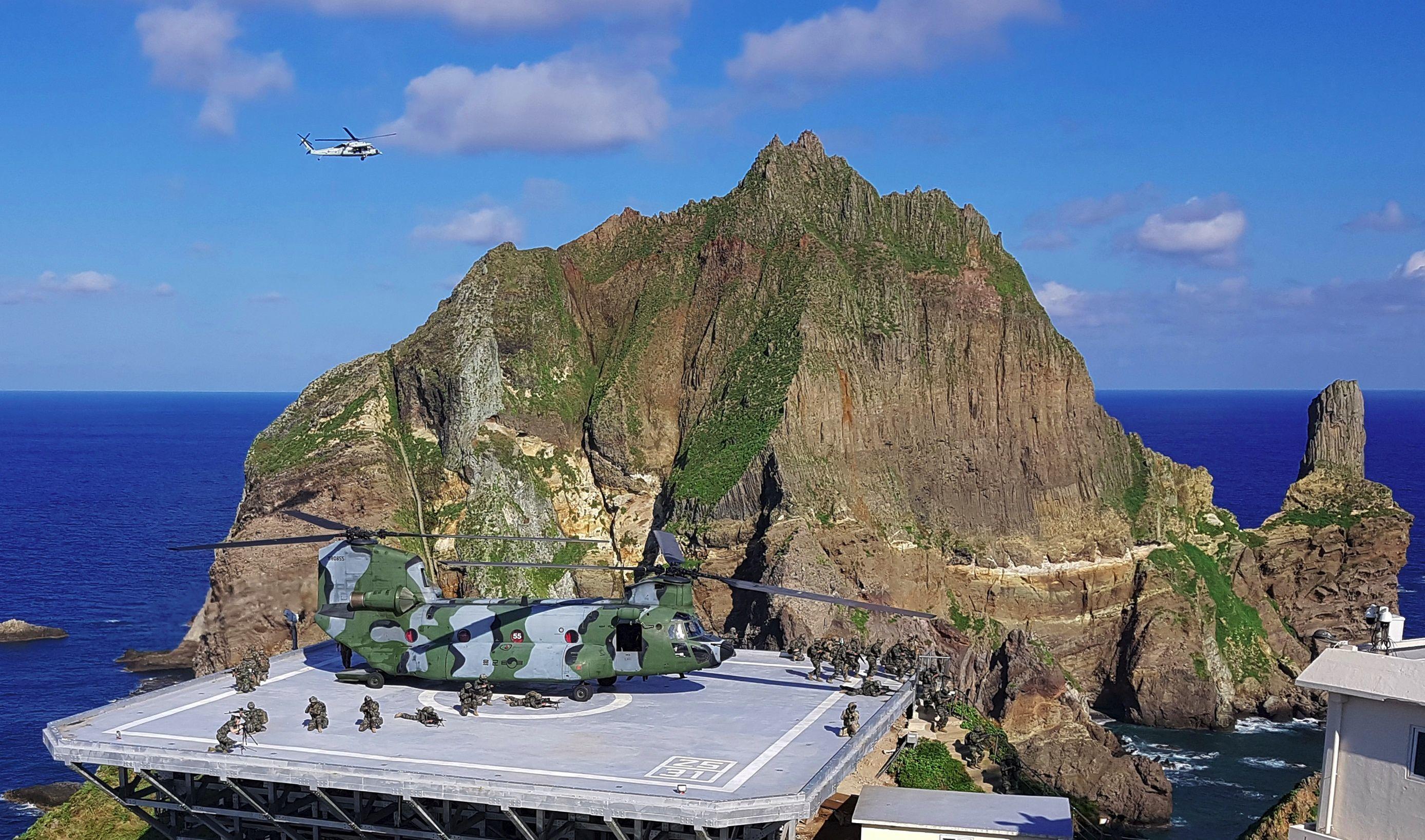 Marinha da Coreia do Sul durante os exercícios chamados de 'Treinos de defesa dos territórios no mar do Japão', 25 de agosto de 2019