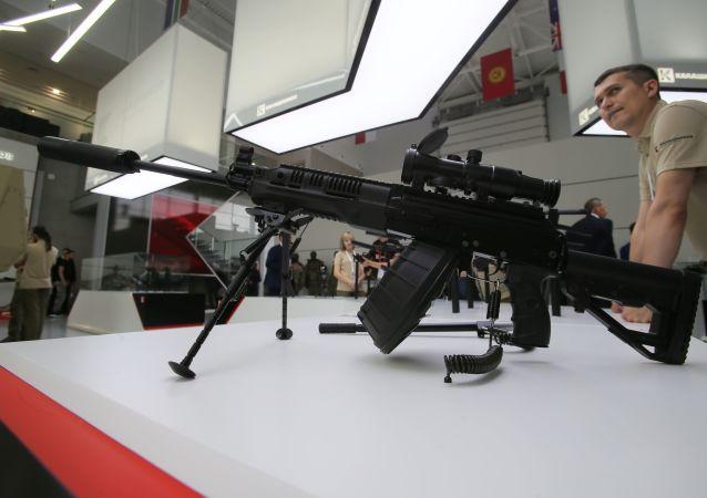 Metralhadora RPK-16 da Kalashnikov exibida no fórum técnico-militar EXÉRCITO 2017
