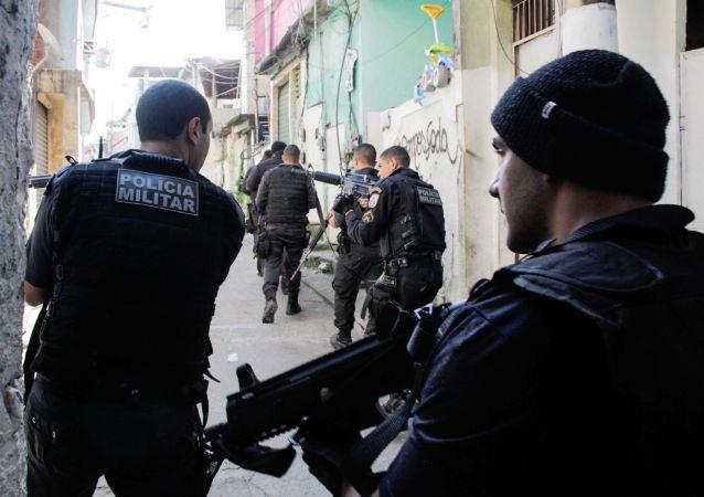 Policiais de UPPs durante operação na Cidade de Deus e na Comunidade do Karatê, no Rio de Janeiro (arquivo)
