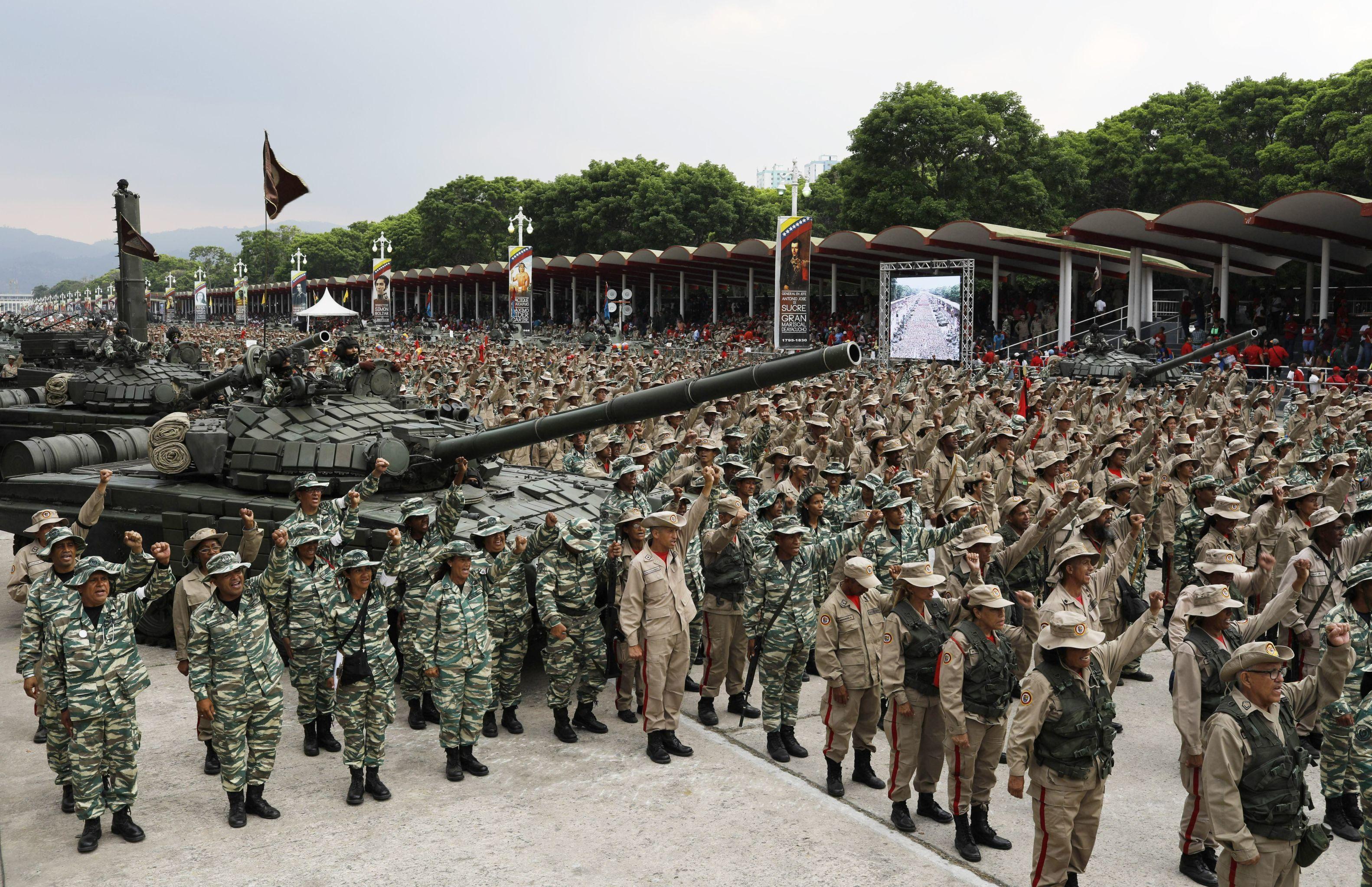 Membros da Força Armada Nacional Bolivariana durante celebração do seu décimo aniversário em Caracas, Venezuela, 13 de abril de 2019