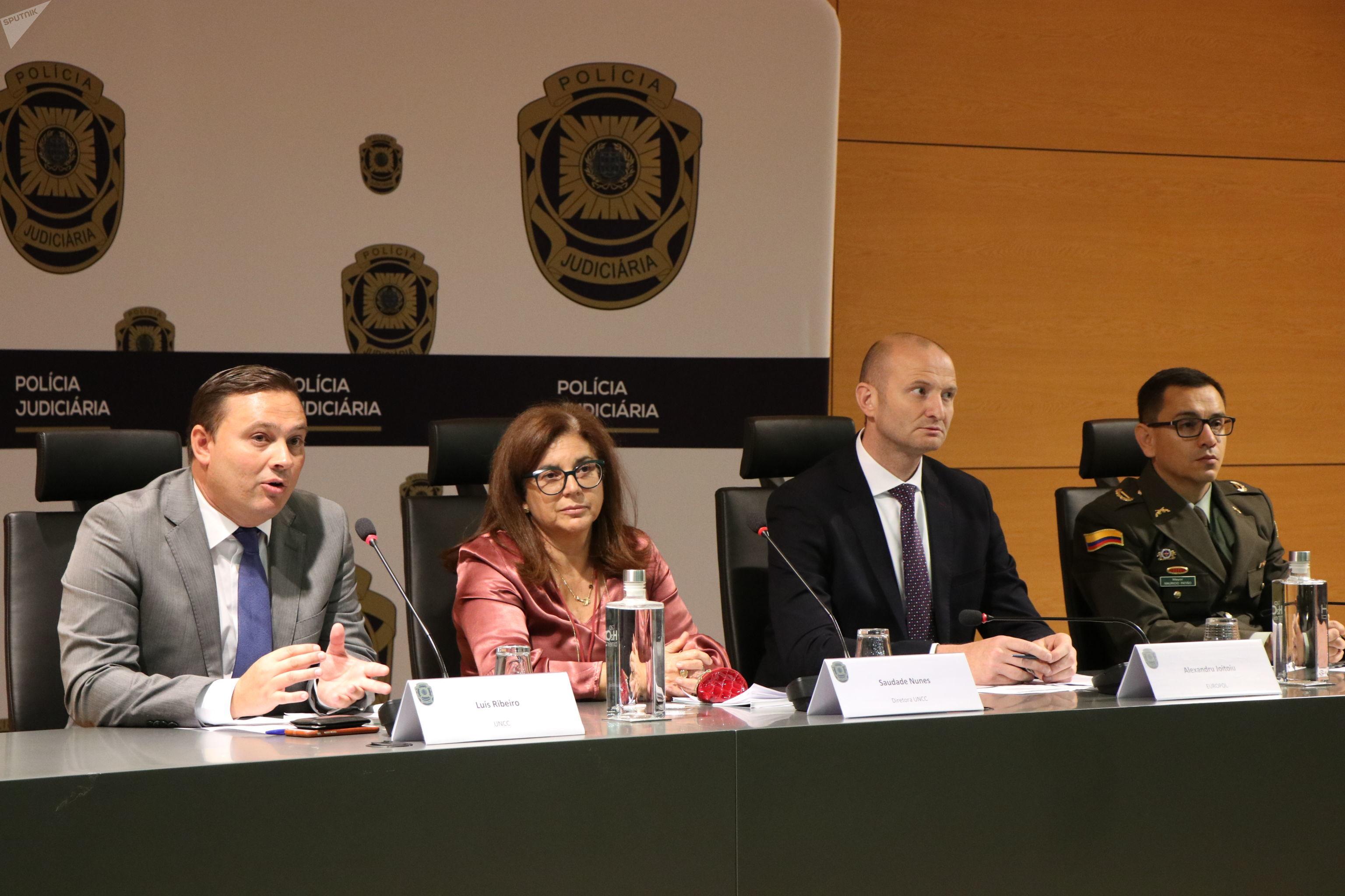 Investigadores da Polícia Judiciária de Portugal e da Europol em coletiva de imprensa