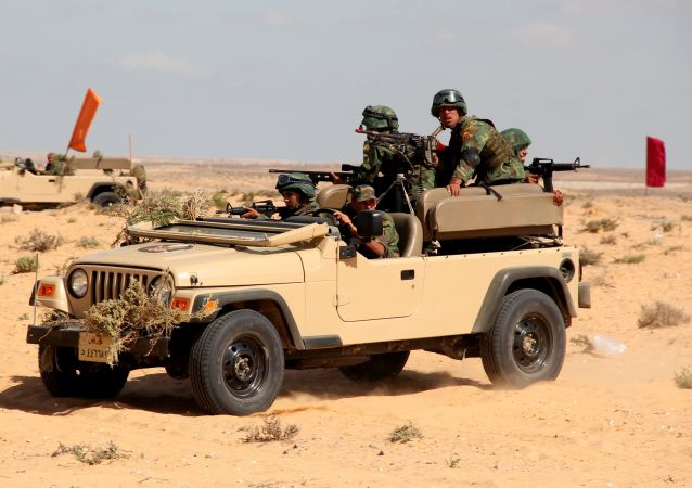 Militares durante exercícios de contraterrorismo Defensores da Amizade, realizados por Rússia e Egito em 2016.