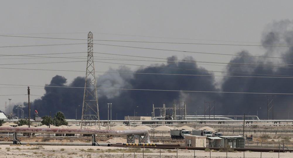 Instalações da Aramco em chamas após ataques na Arábia Saudita