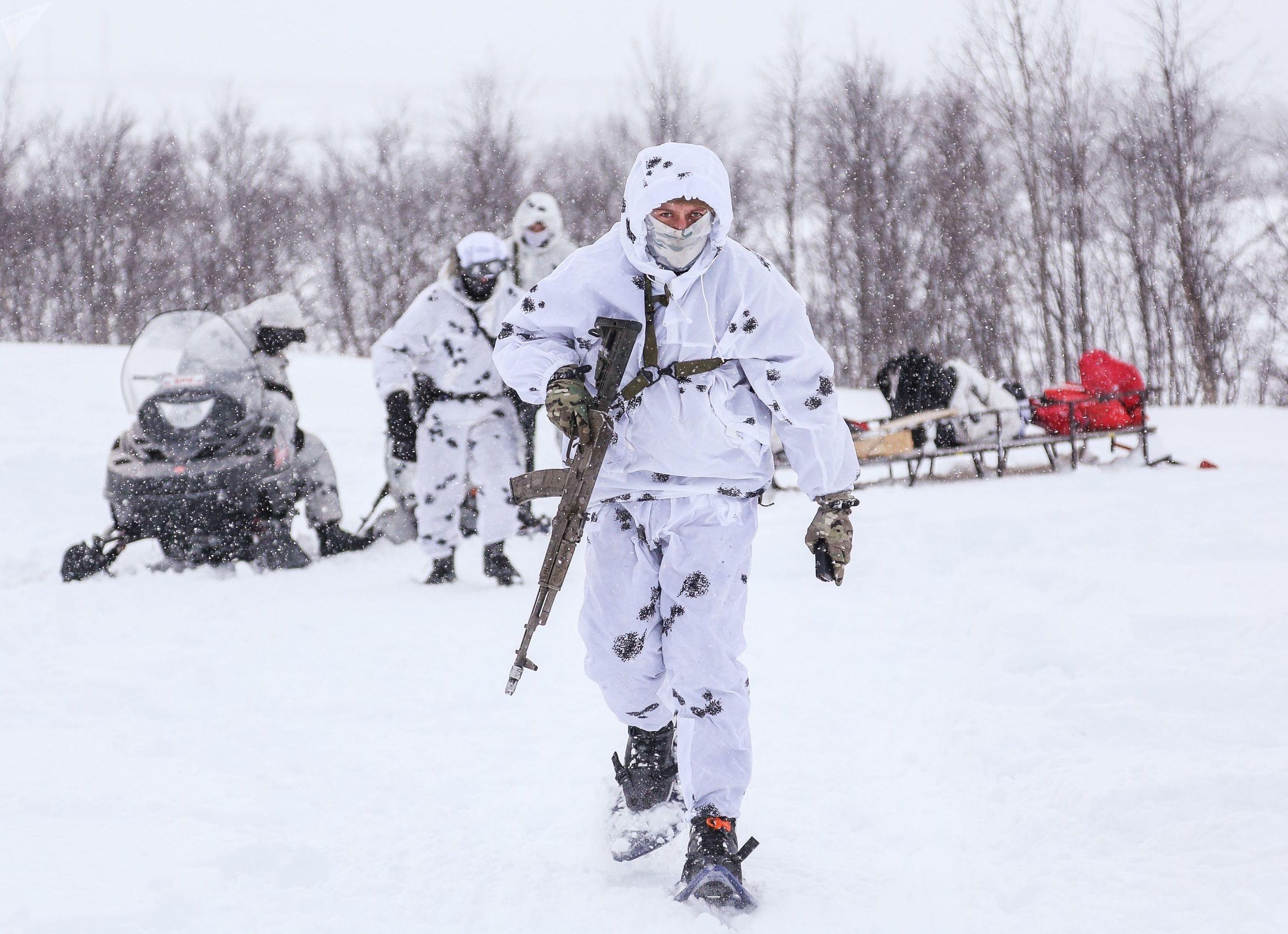 Soldado durante treinamento na região de Murmansk, no Ártico.