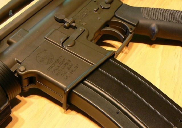 Fuzil semiautomático norte-americano AR-15