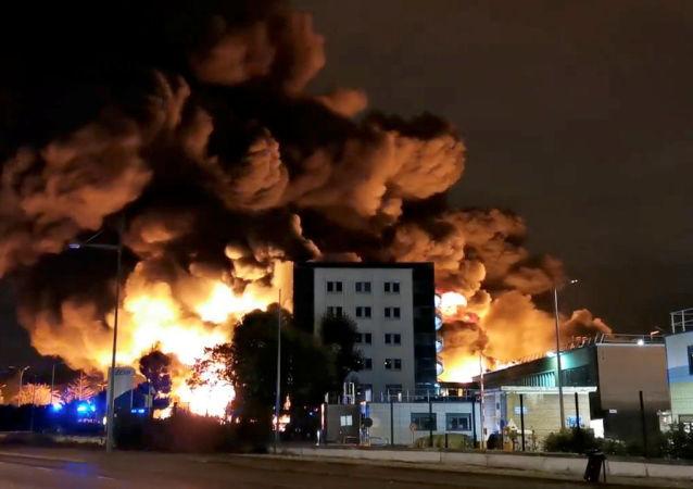 Incêndio em fábrica química da empresa Lubrizol em Rouen, na França, 26 de setembro de 2019