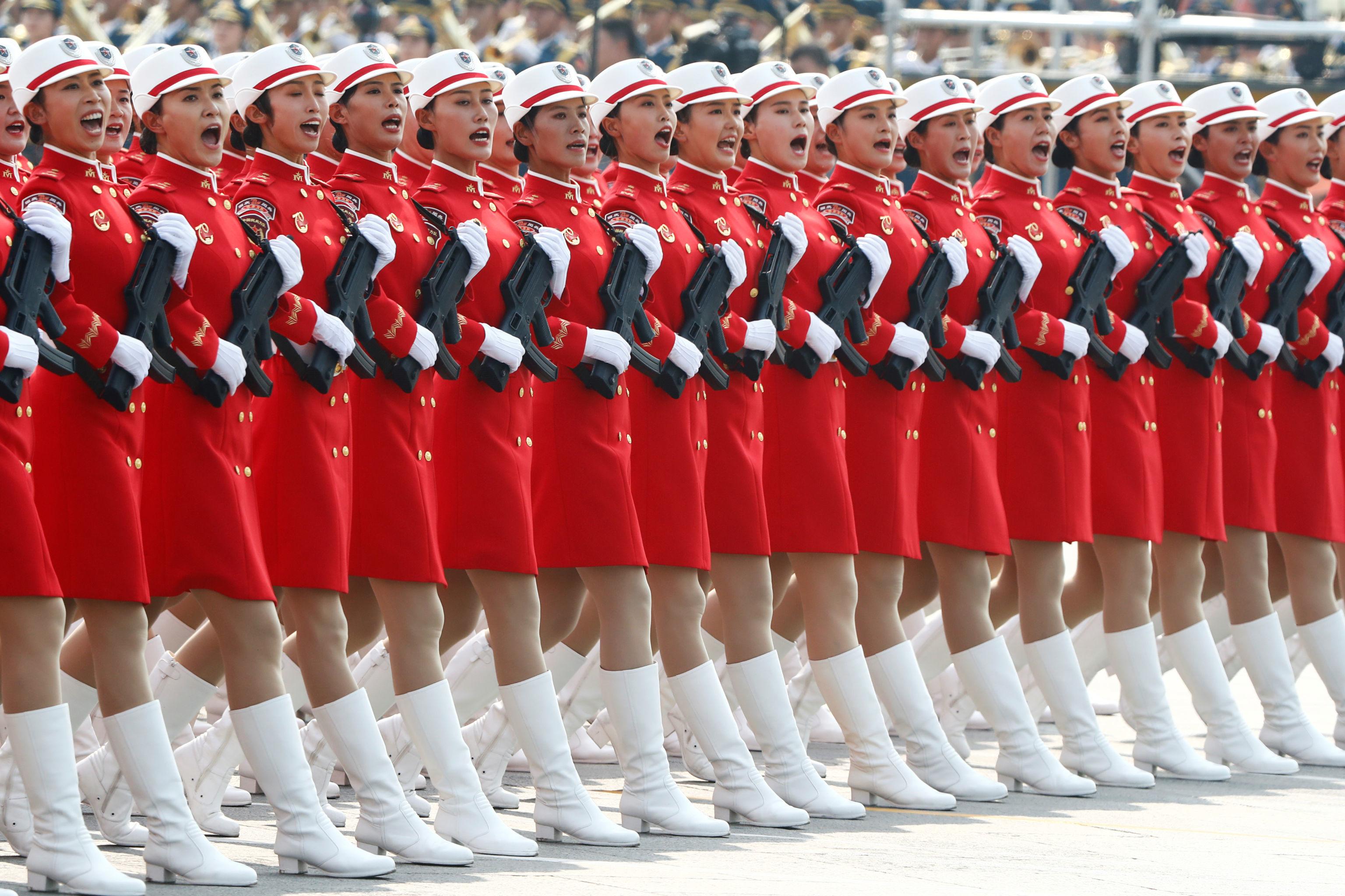 Militares do Exército da China durante o desfile militar marcando o 70º aniversário da fundação da República Popular da China, em Pequim