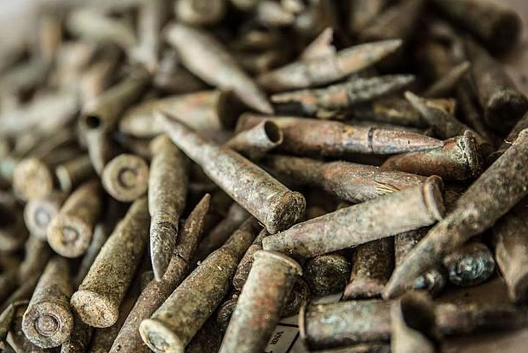 Munições da 1ª Guerra Mundial encontradas em campo belga