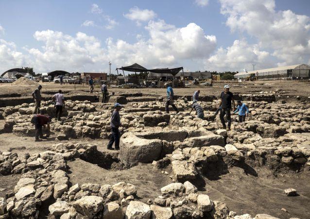 Arqueólogos trabalham em grande cidade de 5.000 anos descoberta perto de Harish, no norte de Israel, 6 de outubro de 2019