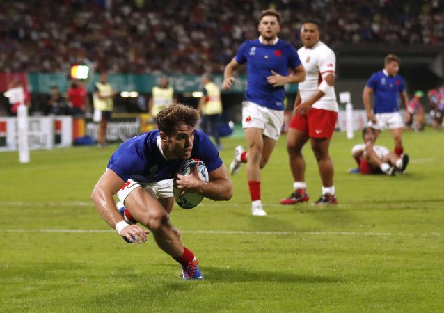 Jogadores das seleções de França e Tonga durante partida válida pelo grupo C da Copa do Mundo de Rugby Union de 2019