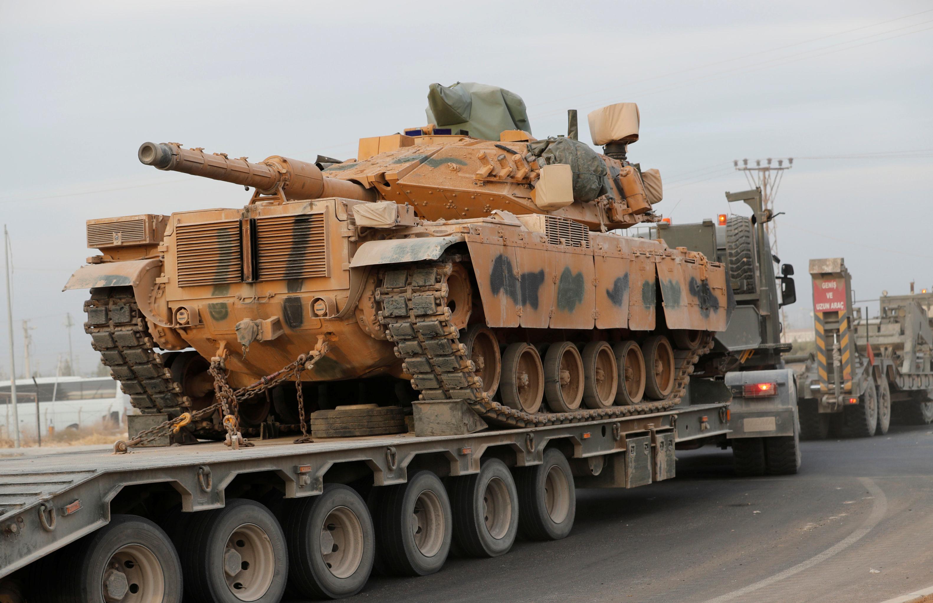 Veículo militar turco na cidade fronteiriça de Akcakale, 11 de outubro de 2019