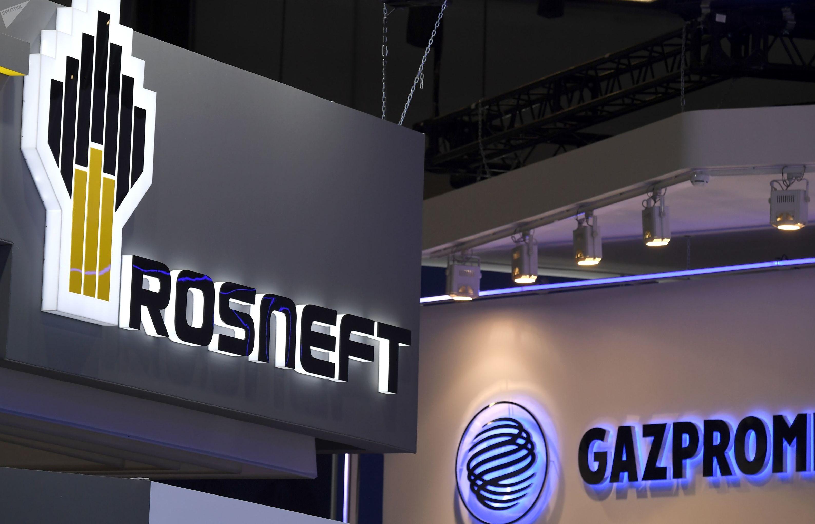 Empresas russas de hidrocarbonetos Rosneft e Gazprom participam de fórum internacional em São Petersburgo, em julho de 2019