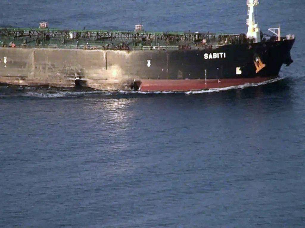 Danos feitos ao petroleiro iraniano Sabiti