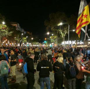 Concentração de manifestantes antes dos tumultos em Barcelona