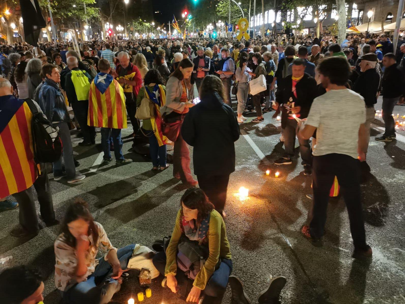 Manifestantes foram às ruas em mais um dia de protestos na Catalunha