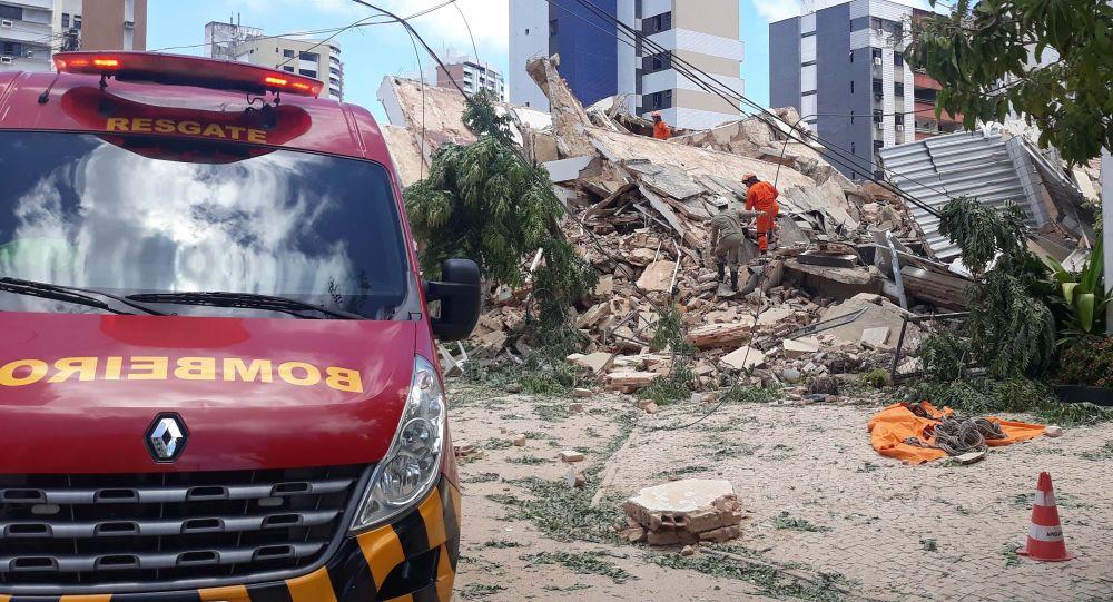 Prédio residencial desaba no Bairro Dionísio Torres, área nobre de Fortaleza (CE), nesta terça-feira (15)