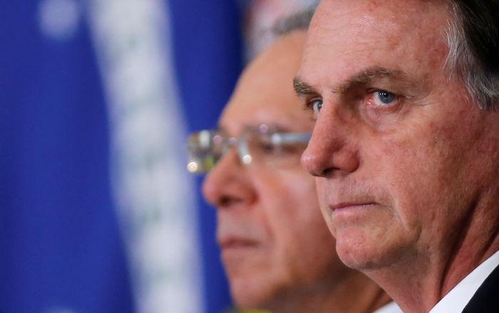O presidente do Brasil, Jair Bolsonaro, com seu ministro da Economia, Paulo Guedes, no Palácio do Planalto
