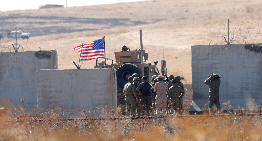 Tropas da Turquia e dos EUA se encontrando na fronteira turco-síria