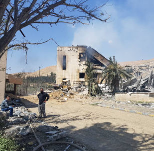 Centro militar de pesquisa, na cidade síria de Barzeh, atingido por um míssil lançado durante o ataque dos EUA, Reino Unido e França em 13 de abril