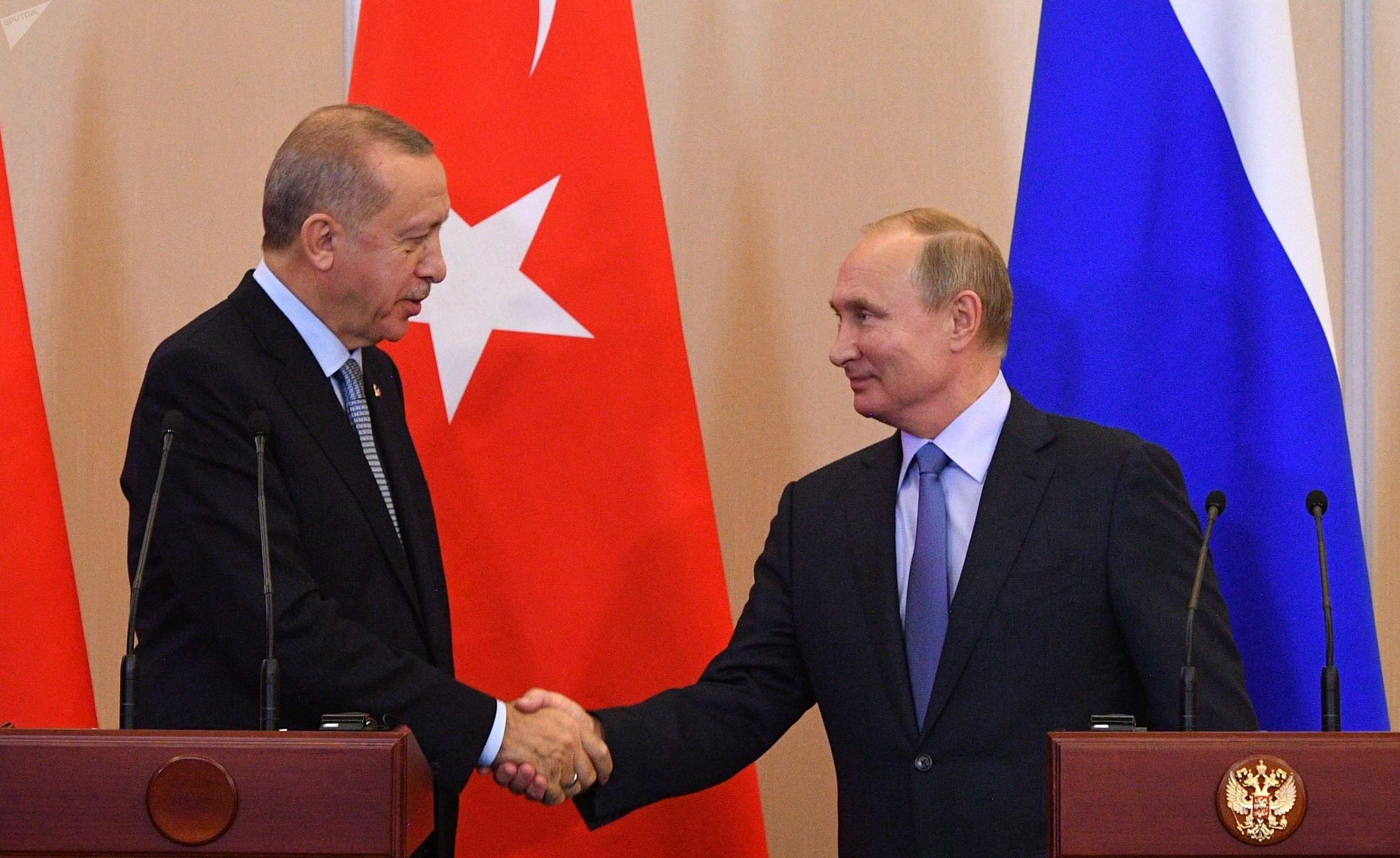 Presidente da Rússia, Vladimir Putin, e da Turquia, Recep Tayyip Erdogan, apresentam Acordo à imprensa, após sete horas de negociações em Sochi, na Rússia, em 22 de outubro de 2019