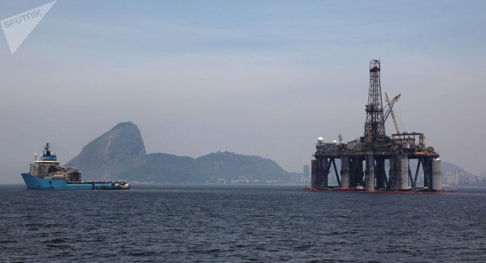 Uma plataforma petrolífera perto do Rio de Janeiro