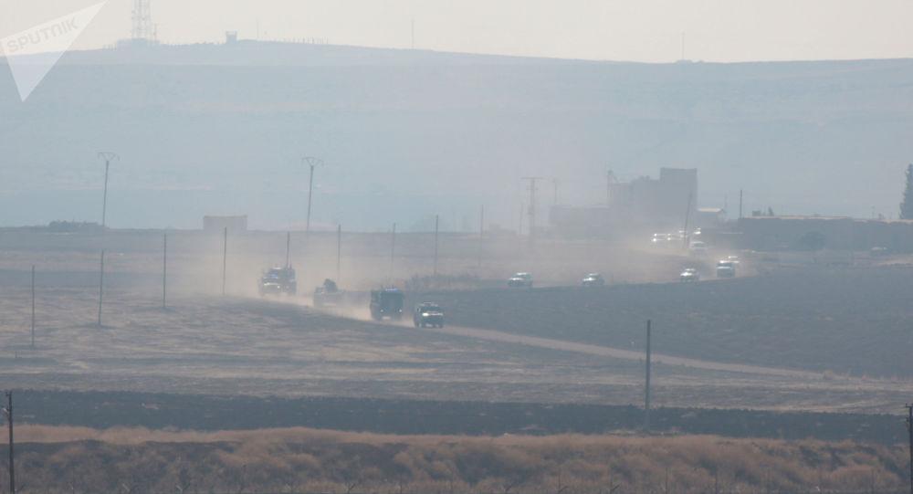 Patrulhamento das tropas russas e turcas na Síria