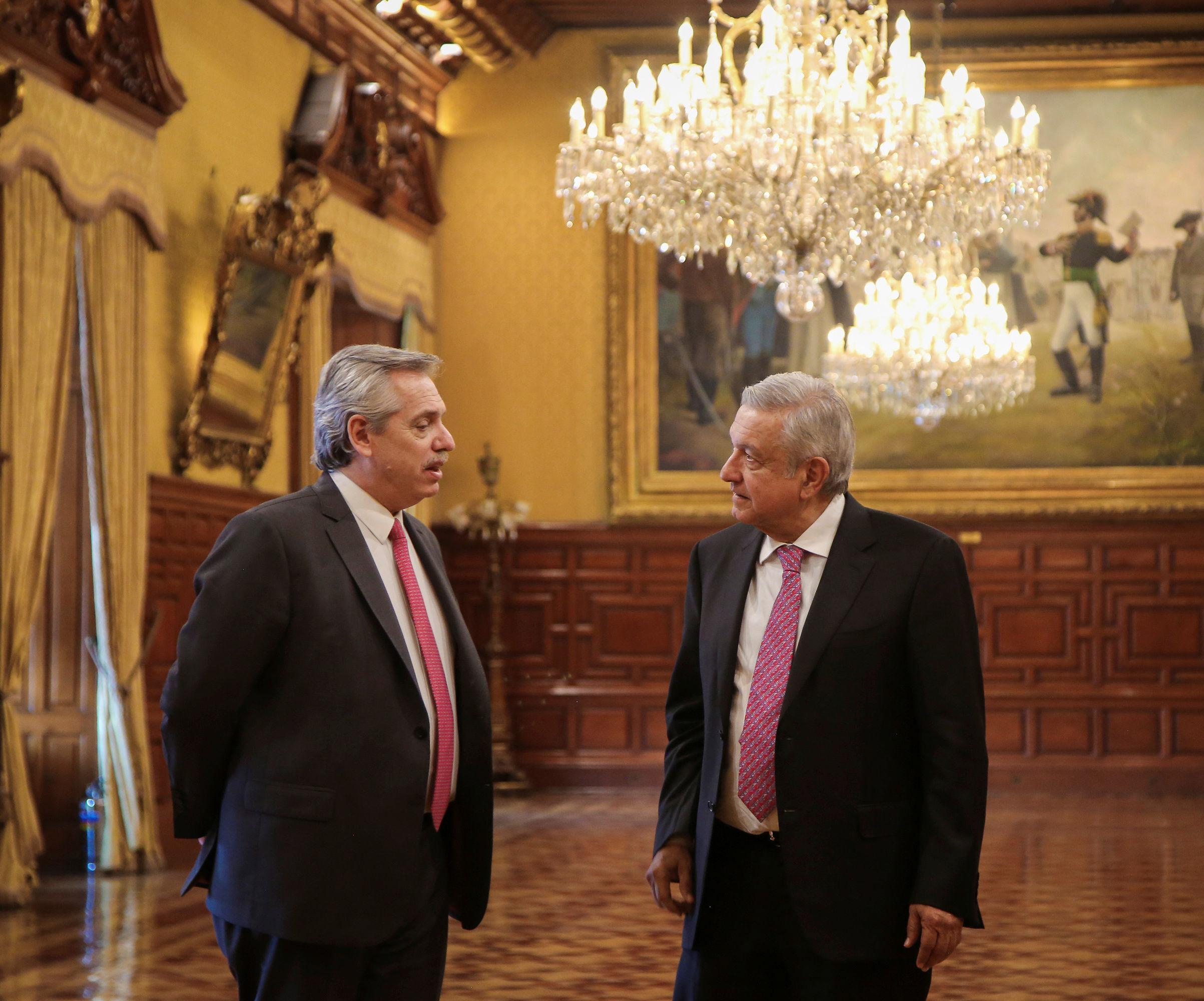 O presidente eleito da Argentina, Alberto Fernandez, e o presidente do México, Andres Manuel Lopez Obrador, em reunião no Palácio Nacional, na Cidade do México, em 4 de novembro de 2019