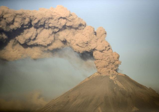 Vulcão Popocatépetl durante erupção